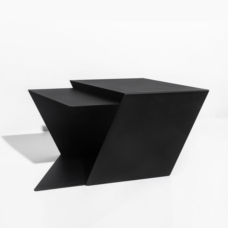 09 stalk coffeetable couchtisch beistelltisch stahl stahlblech schwarz kanten studio makuko