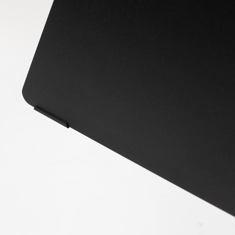 11 chevron beistelltisch stahl stahlblech schwarz kanten studio makuko