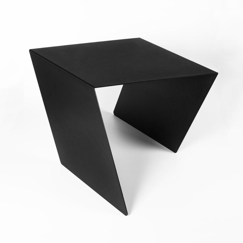 12 chevron beistelltisch stahl stahlblech schwarz kanten studio makuko